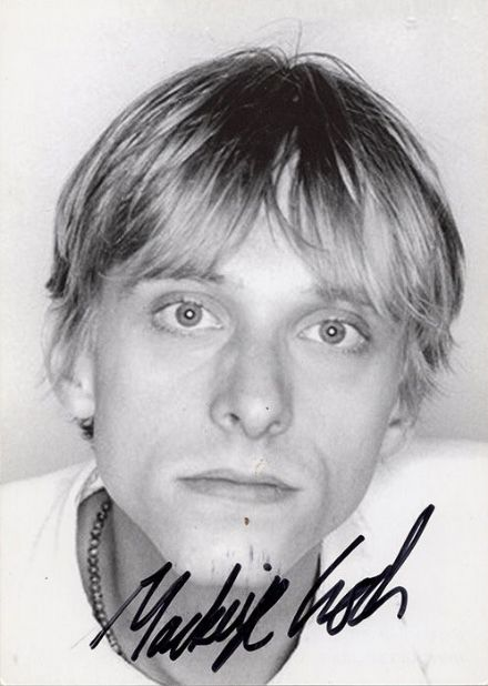 Mackenzie Crook, English actor, signed 6x4 inch promo card.
